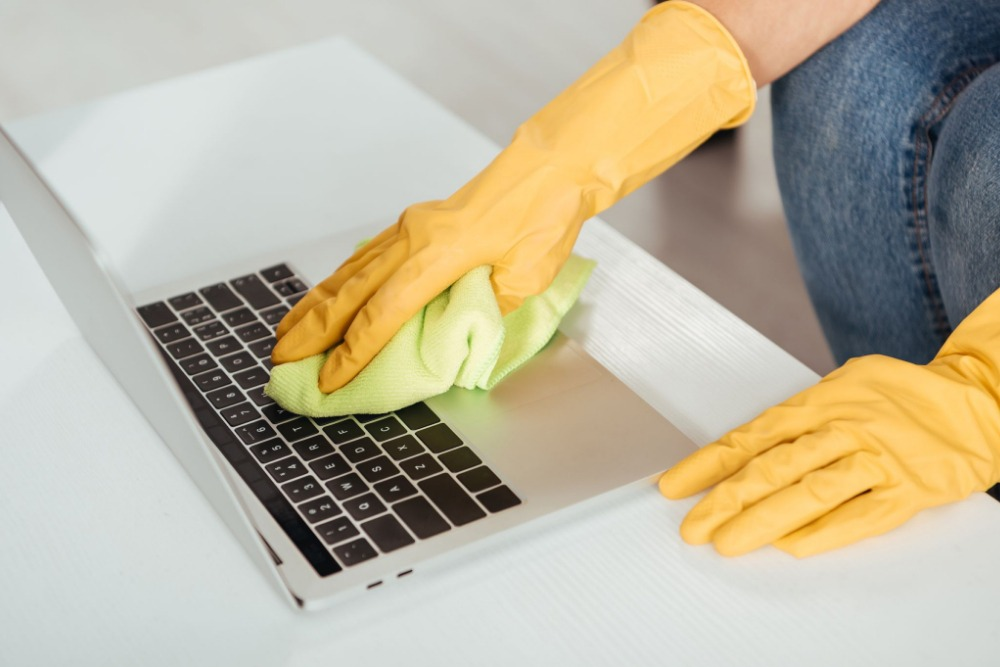 how to clean laptop body